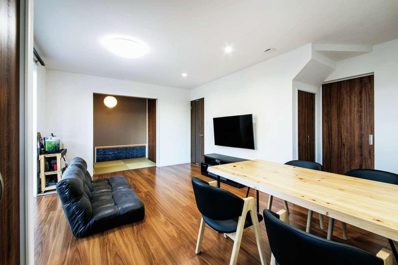 未来創建【デザイン住宅、子育て、収納力】リビングと隣接する和室はゲストの寝室にもなる