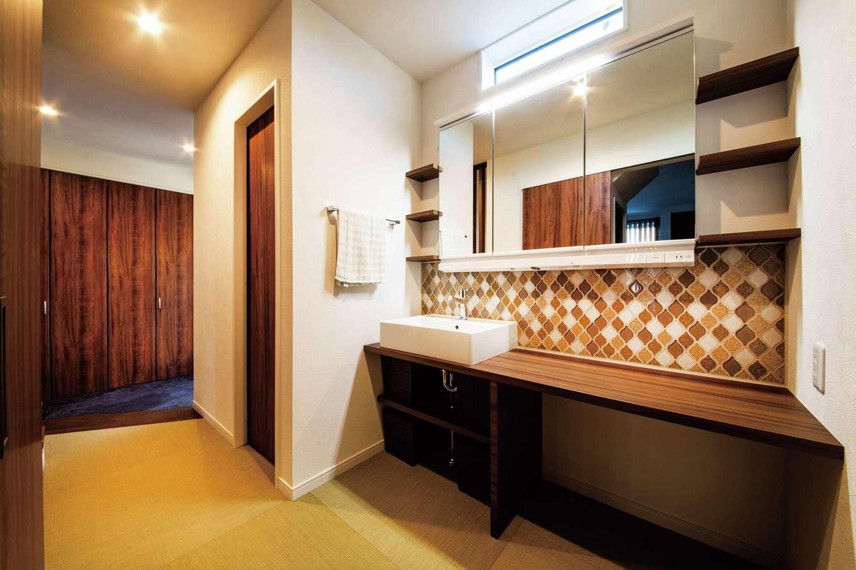 未来創建【デザイン住宅、子育て、収納力】玄関から直結の手洗いコーナー。脱衣室・浴室と分けたことで使いやすい