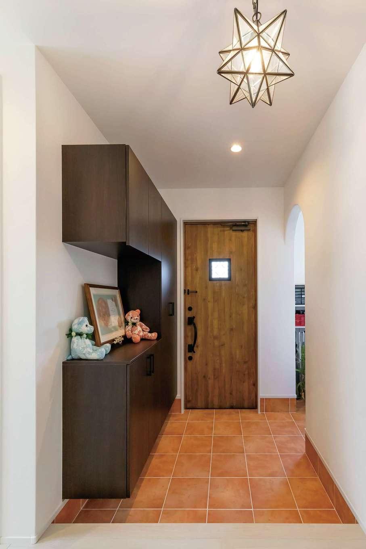 水野工務店【デザイン住宅、収納力、二世帯住宅】2世帯共有の広い玄関ホール