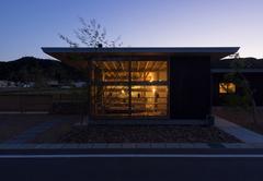 田園風景にたゆたう、吹きガラス作家のギャラリー併用住宅