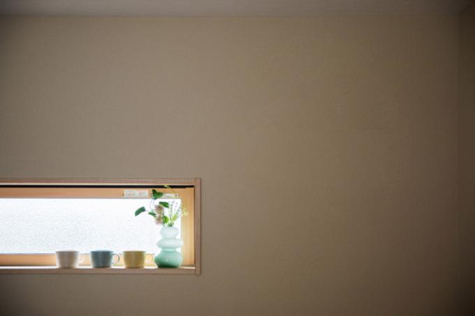 漆喰塗りとスギの床によるオールアースのすこやか空間