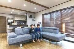 家事をしながら子どもを見守れる スキップフロアと半地下のある家