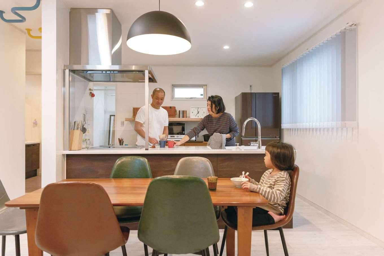 irohaco (アヴァンス)【スキップフロア、子育て、インテリア】広くとったワークスペースで、家族と会話を楽しみながら料理できるアイランドキッチン