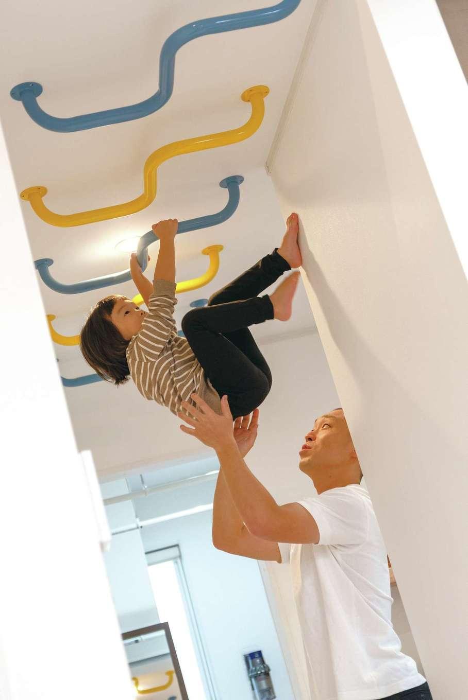 irohaco (アヴァンス)【スキップフロア、子育て、インテリア】長泉町のシンボルカラーである青と黄色で作ったうんてい。子どもたちはもちろん、ご主人も運動不足解消に利用している