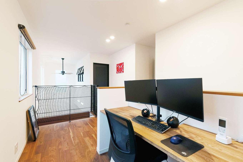 Sanki Haus(サンキハウス)静岡三基【デザイン住宅、省エネ、インテリア】2階ホールの一角にご主人のワークスペースを用意
