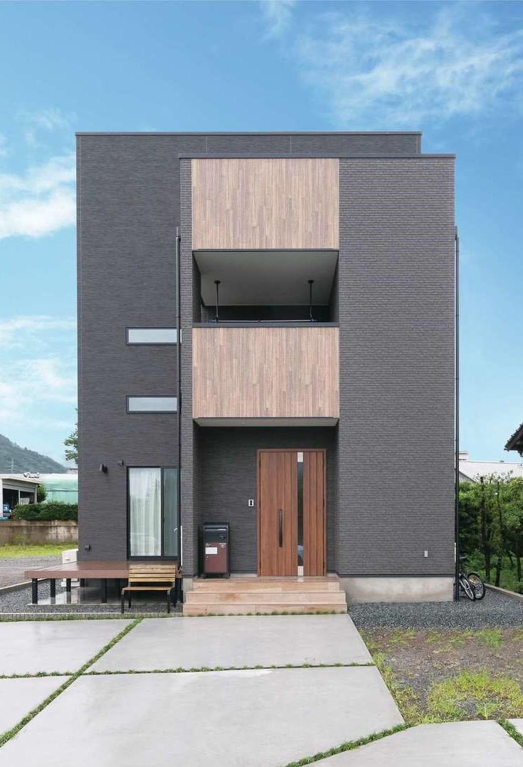 三和建設【デザイン住宅、子育て、間取り】落ち着きあるツートンカラーの外観。すっきりとしたデザインがひときわ目を引く