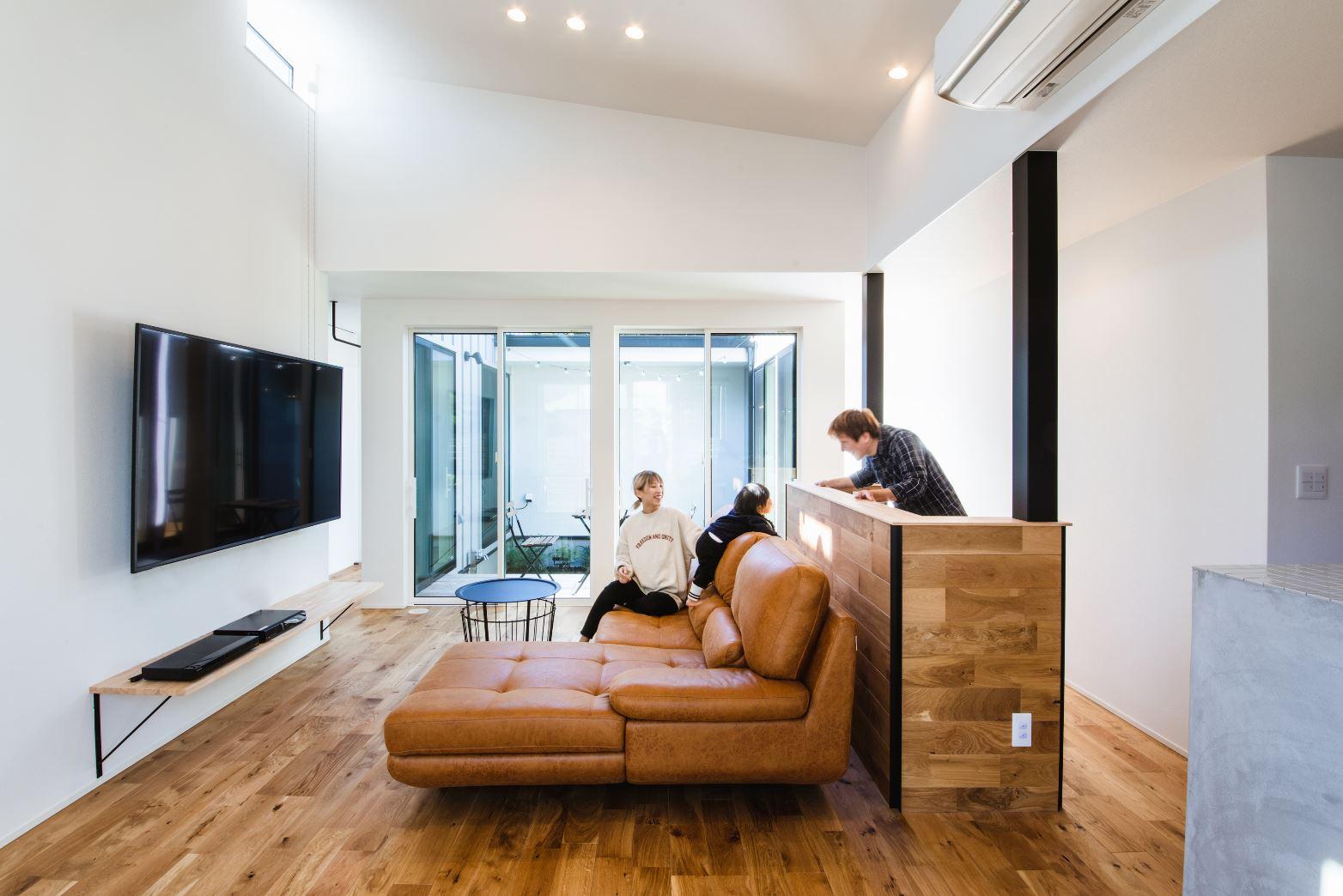 S.CONNECT(エスコネクト)【デザイン住宅、建築家、平屋】LDKからは中庭が見渡せて、明るく開放感があり、リゾートホテルのような心地よさがある