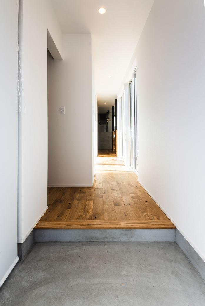 S.CONNECT(エスコネクト)【デザイン住宅、建築家、平屋】玄関土間の脇にはご主人念願の「こもり部屋」も実現。漫画や本を読んだり、ネットを見たりと、自分時間を好きな風に楽しむことができる