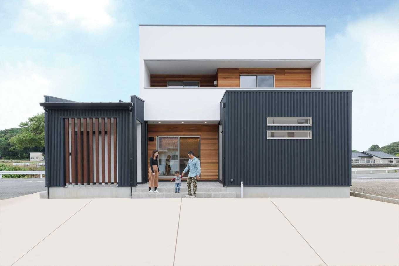 KureKen 榑林建設【デザイン住宅、省エネ、間取り】フォルムとガルバ、漆喰、レッドシダーの組み合わせが夫妻のセンスを伝える。テラスはメンテ性を考慮しタイルを採用。プールやバーベキューを楽しむ予定