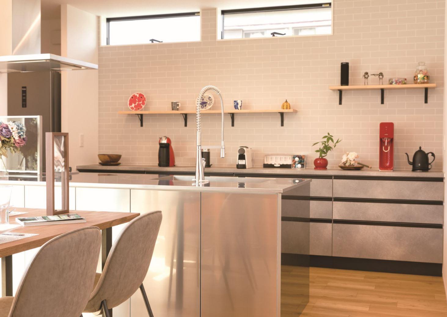 REIWA HOUSE(令和ハウス)【浜松市中区葵西2-18-21・モデルハウス】デザイン性と機能性を両立したオールステンレスのオリジナルキッチンは来場者から大好評