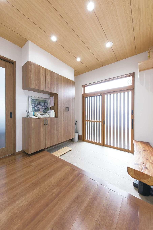 橋本組 ~つむぐ家~【和風、省エネ、ペット】広い玄関を希望。ベンチも昔の家の木材を使用