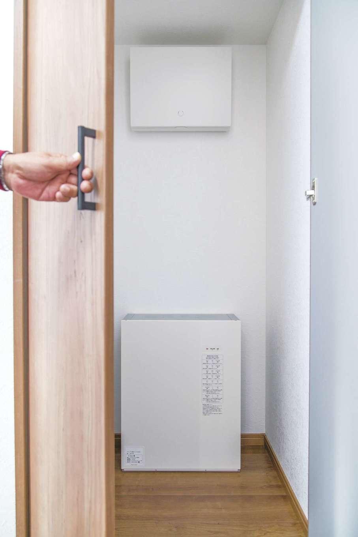 橋本組 ~つむぐ家~【和風、省エネ、ペット】メイちゃんが主に過ごすLDKは常に適温をキープ。蓄電池は電力を効率よく使えるため光熱費が気にならず、停電時も安心