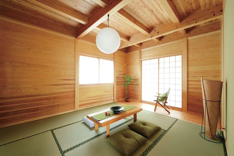 村木建築工房【和風、自然素材、平屋】板倉造りの壁と畳が調和した安らぎの和室