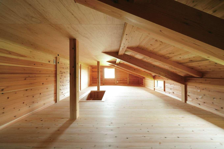 村木建築工房【和風、自然素材、平屋】大屋根を利用した小屋裏は全面スギ板張りで調湿性が抜群