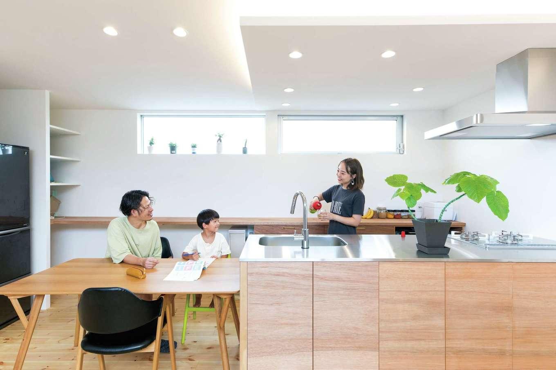 建杜 KENT(大栄工業)【自然素材】明るいLDKの主役は、ご主人も組み立てに参加したキッチン。家族団らんの空間