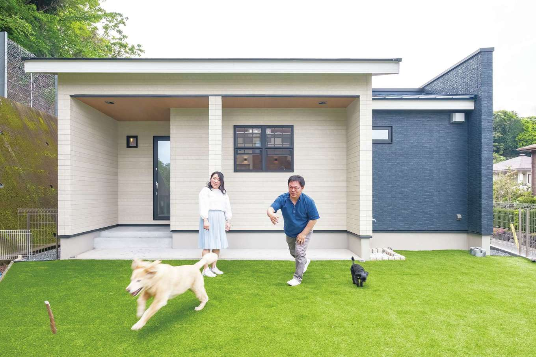イデキョウホーム【輸入住宅、省エネ、平屋】建物奥にはドッグラン。スペースを確保できる広さと形状も、この土地を選んだ理由