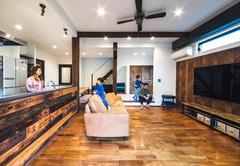 家の中でものびのび遊べるカッコいい自然派住宅