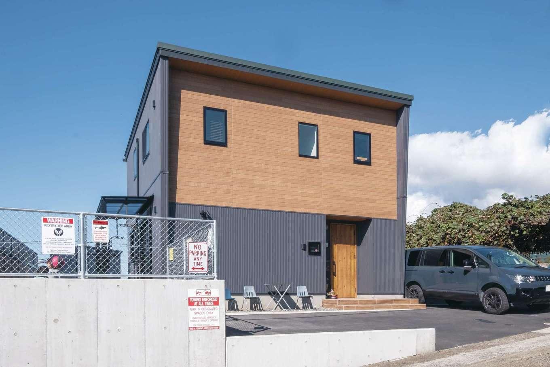 suzukuri 浜松店【デザイン住宅、子育て、趣味】『suzukuri』の一番人気「Viento」は、コンパクトでありながら重厚感のある外観デザインとリゾートチックなポーチが特徴