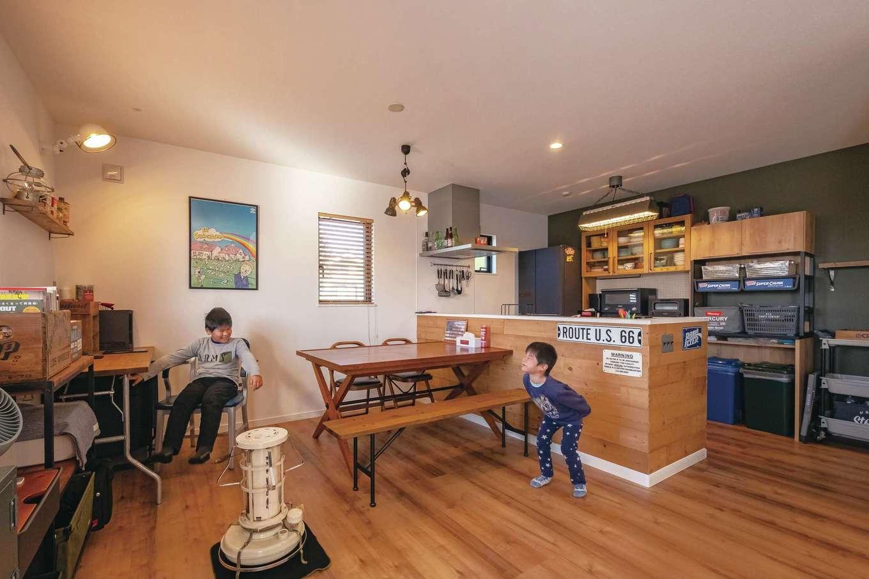 suzukuri 浜松店【デザイン住宅、子育て、趣味】夫婦の好きなものだけに囲まれたLDK。家具や照明器具までとことんこだわっている