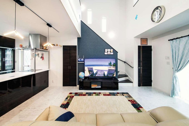 アフターホーム【1000万円台、デザイン住宅、子育て】白をベースにした室内にネイビーで差し色を