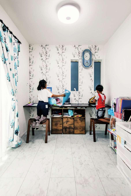 アフターホーム【1000万円台、デザイン住宅、子育て】リビング横のフリースペース。子どもが小さい間はスタディコーナー、いずれは夫妻の寝室に