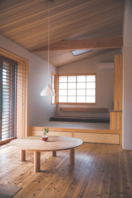 ぴたはうす 安食建設【和風、間取り、平屋】国産無垢材を使用。窓の位置や大きさで光の陰影をつくり、落ち着いた空間に仕上げているのも特徴だ