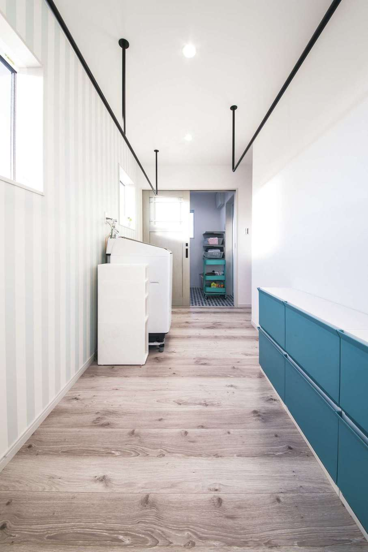 未来創建【デザイン住宅、省エネ、ペット】浴室、洗面脱衣室は2階に。日当たり抜群の位置にランドリールームを設けて、洗う・干す・しまうが一か所で完結できる