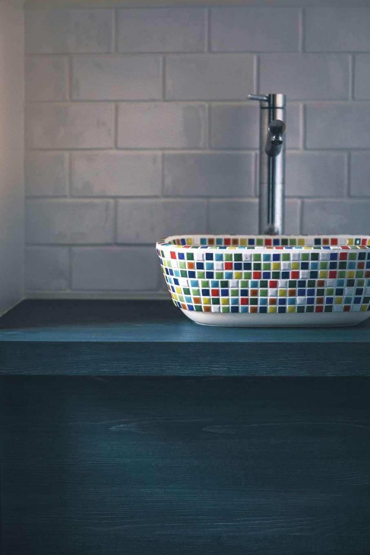 未来創建【デザイン住宅、省エネ、ペット】奥さまお気に入りのカラフルな陶器ボウルは来客用