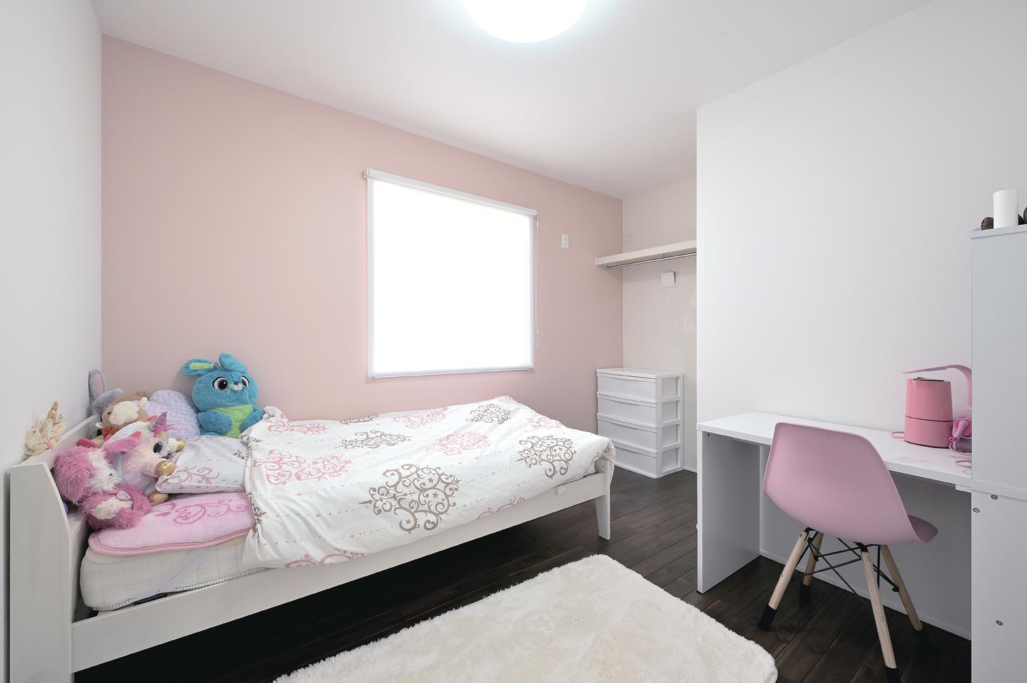 i.sus【子育て、省エネ、間取り】全館空調システムのおかげ。空気だけでなく床も暖かく、一年中素足で快適に過ごせる