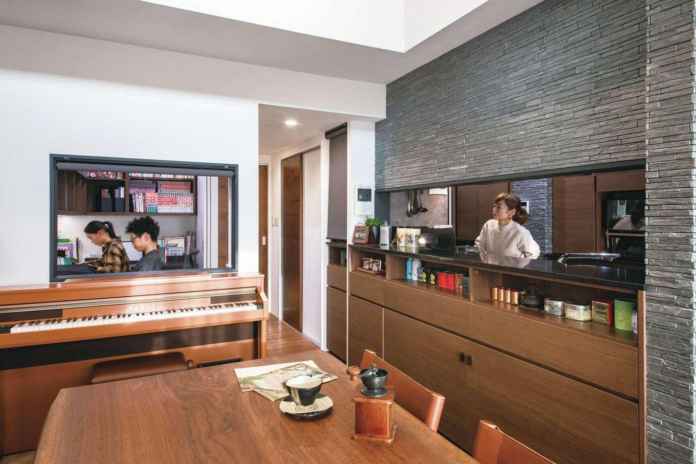 CLASSICA HOME/クラシカホーム|高級感あふれるキッチンから目が届く位置に子どもたちのスタディコーナーを新設