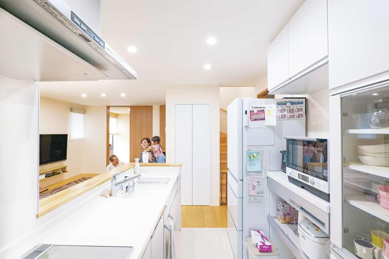 TANAKEN(田中建設)【子育て、自然素材、間取り】デザインと使い勝手を両立したキッチン。収納も充実