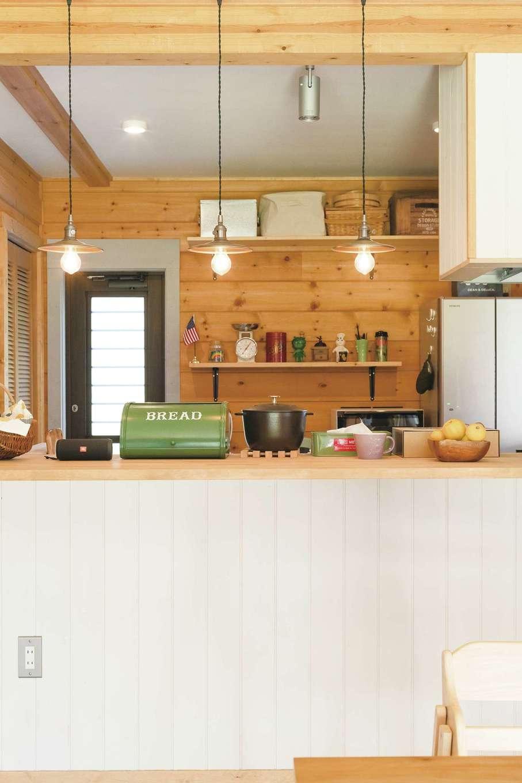 BESS浜松【デザイン住宅、子育て、趣味】キッチン前面にカウンターがあり、いつかバーのようにお酒を飲めるスペースにするのが夢