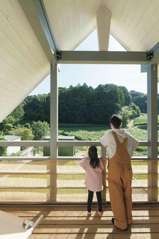 BESS浜松【デザイン住宅、子育て、趣味】2階のテラスも居室の一部。ホットプレートを出して食事を楽しむことも