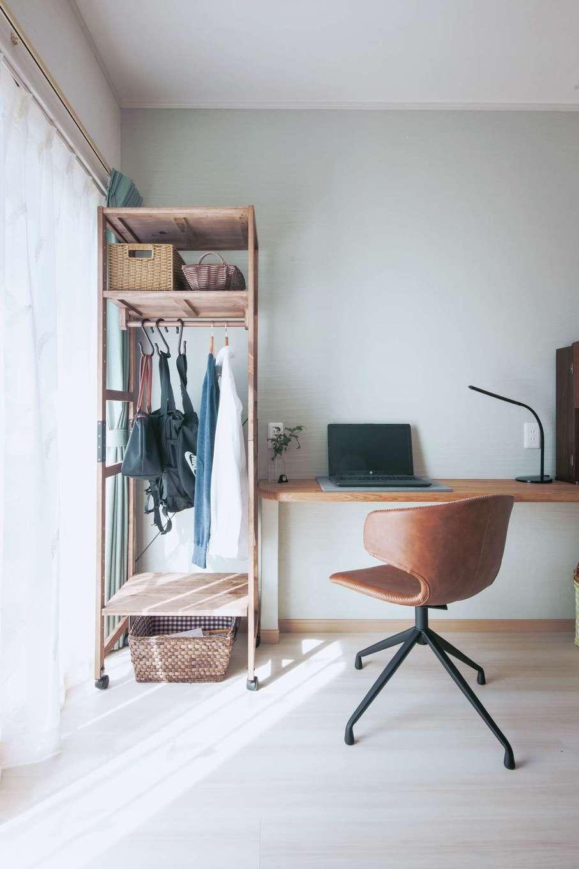 ほっと住まいる|LDK隣の和室を解体し、リビングに編入。残った空間は書斎へ改修し、ご主人が趣味に活用している