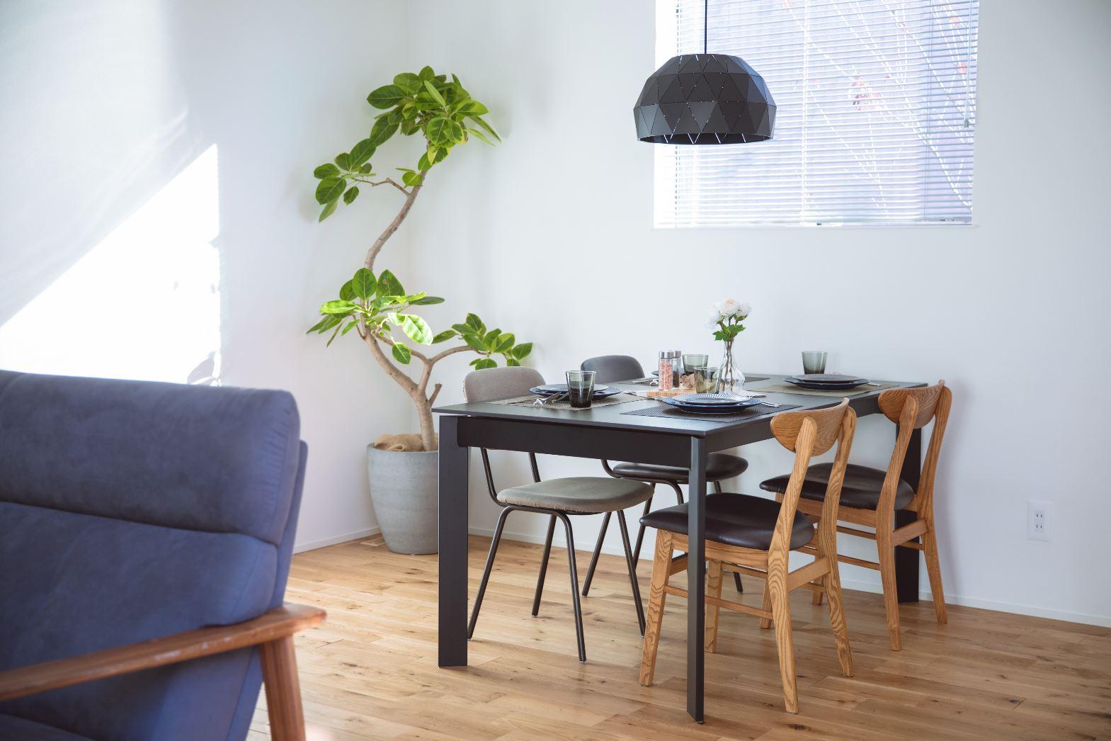 S.CONNECT(エスコネクト)【浜松市浜北区中瀬(詳しい住所はご予約後ご案内いたします)・モデルハウス】オークの無垢材を使用したナチュラルな空間。家具や小物のコーディネートも家づくりの参考になる