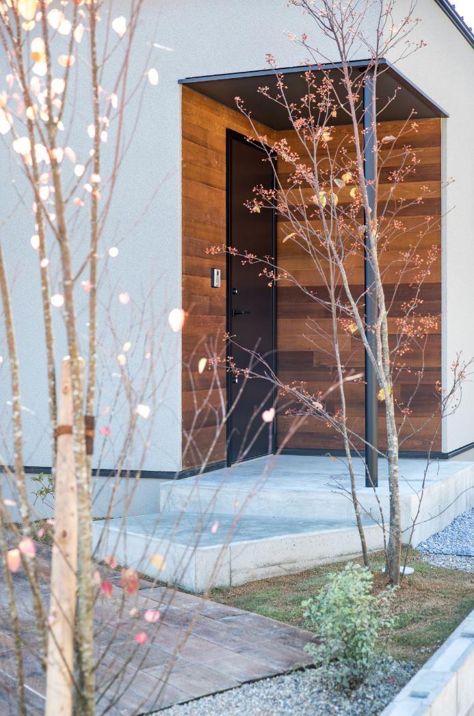 S.CONNECT(エスコネクト)【浜松市浜北区中瀬(詳しい住所はご予約後ご案内いたします)・モデルハウス】シンボルツリーが風に枝葉を優しく揺らして、家族やゲストを出迎える