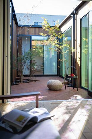 周囲を気にせず自分だけの時間を満喫できる中庭スペース