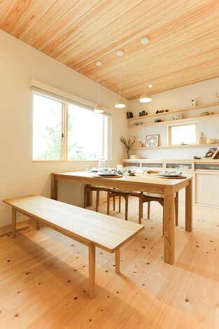 暮らしにも木の住まいにもピッタリな手作り家具