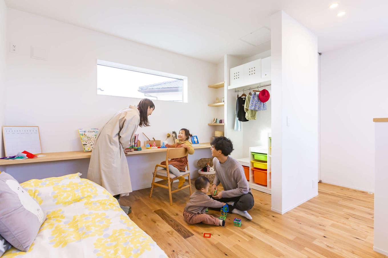 ARRCH アーチ【浜松市東区西ケ崎町1331・モデルハウス】2階には子ども部屋のみを配置。東西にスタディカウンターが設けてあり、将来仕切って使うことも可能。子どもが巣立った後も収納スペースや趣味の部屋などに役立ちそう