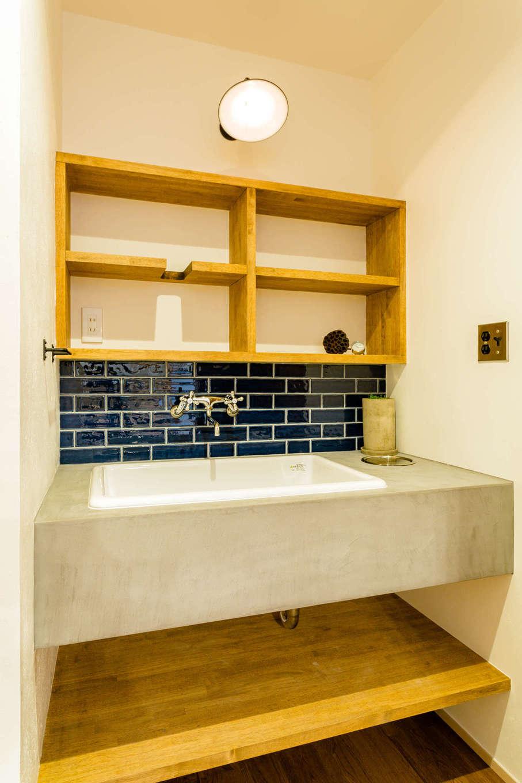 アトリエプラス【デザイン住宅、自然素材、インテリア】水回りのアクセントカラーはすべて「青色」で統一