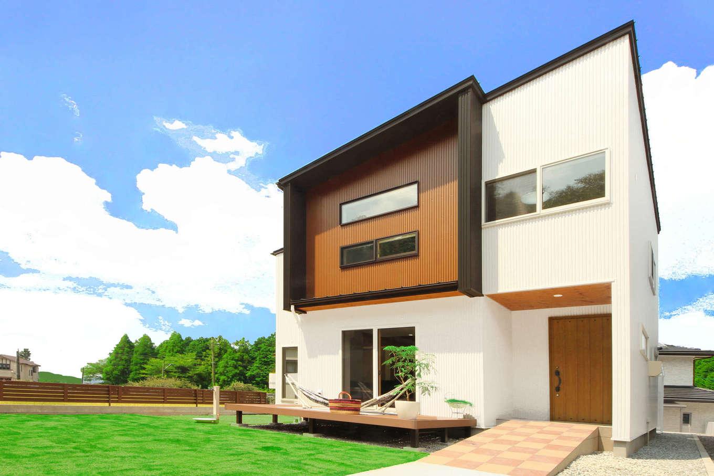 illi-to design 鳥居建設21【デザイン住宅、省エネ、間取り】スタイリッシュな外観デザイン。スロープを造作したことで、ベビーカーも楽に操作できる