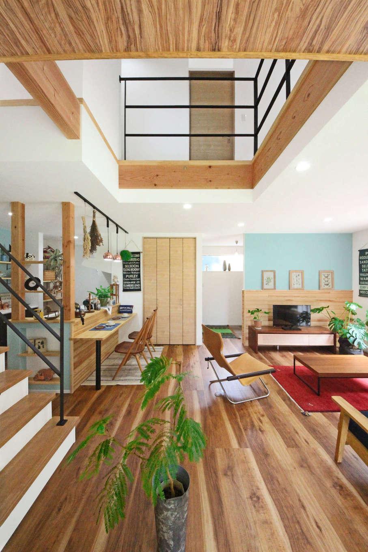 illi-to design 鳥居建設21【デザイン住宅、省エネ、間取り】木とアイアンがバランス良くマッチした吹抜けのLDK