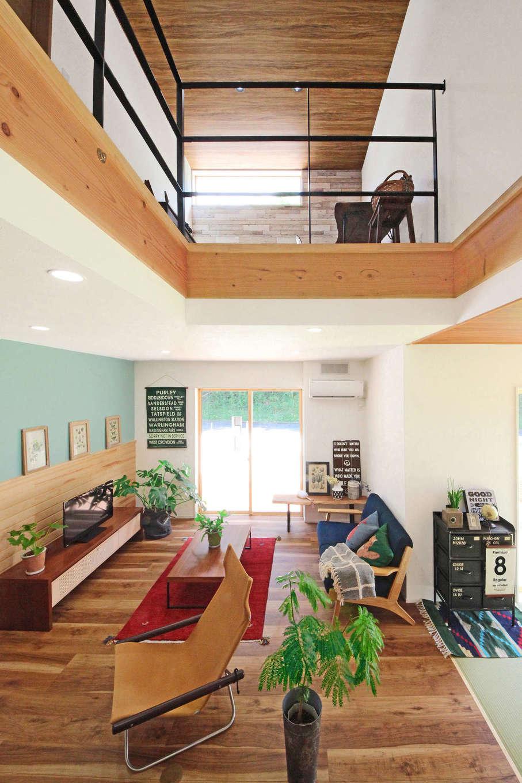 illi-to design 鳥居建設21【デザイン住宅、省エネ、間取り】大きな吹き抜けを採用したリビングは、目線が遠くに抜けて開放感抜群。