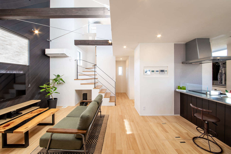 MEIKO夢ハウス(明工建設)【掛川市下垂木1943-2・モデルハウス】床は無垢パイン、壁は漆喰。健やかな空気感を実際に確かめて