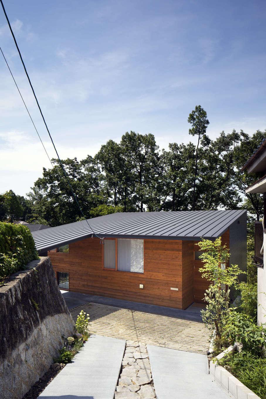 NATUREスペース【自然素材、狭小住宅、建築家】森の木々とも調和し、景色の中に溶け込んでいる自然体な家