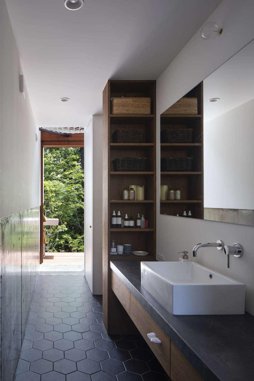 NATUREスペース【自然素材、狭小住宅、建築家】洗面や浴室も森で繋がる設計がされている