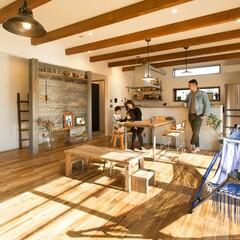 モルタルと古材を使ったシンプルな間取りの natural & vintage house