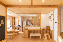 ヒノキと漆喰の「雨楽な家」で楽しむスローな暮らし