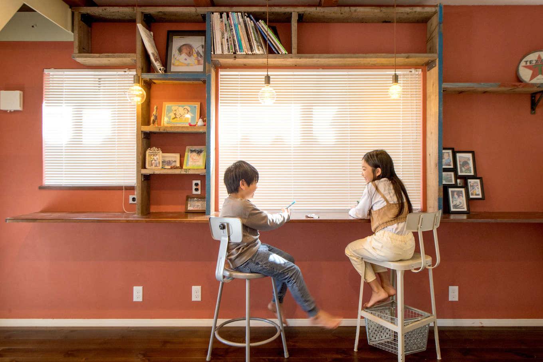 FRS(エフアールシステムズ)【デザイン住宅、趣味、スキップフロア】階段を上がった2階にあるのはMさんがファミリールームと呼ぶ広い空間。子供たちがそれぞれの部屋ではなく、一緒に過ごせるスペースに