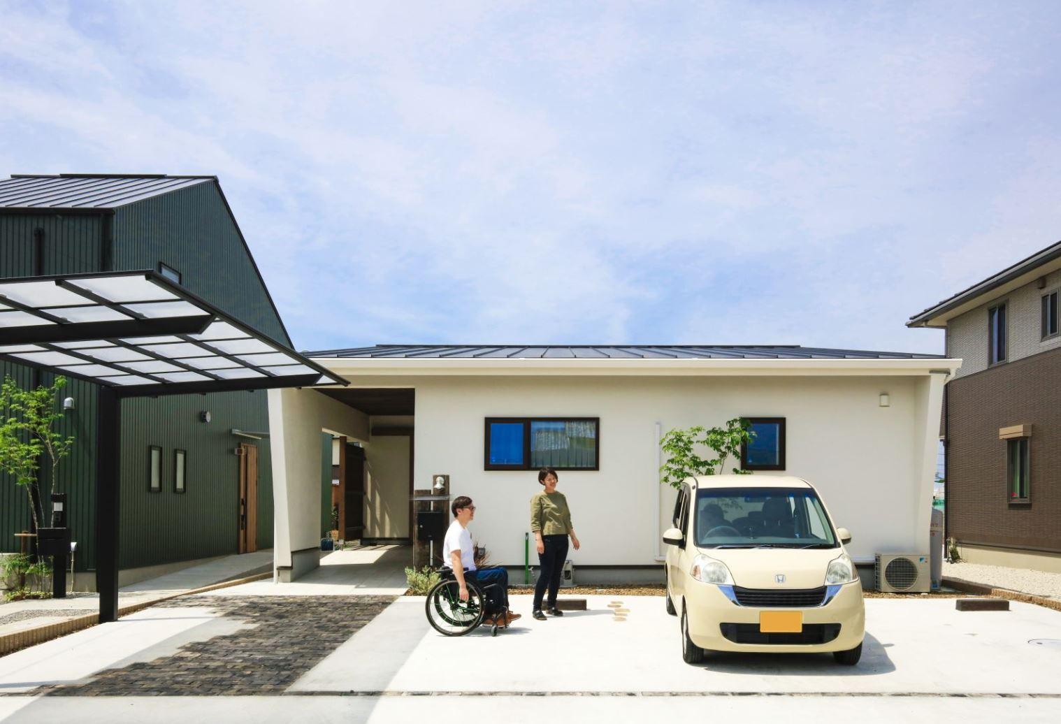 アイジースタイルハウス【自然素材、間取り、平屋】約80坪のゆったりとした敷地に完成した平屋のN邸。やさしくて爽やかな印象を与える白い外壁は、遮熱効果の高い塗り壁を採用